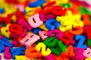 アルファベットと色