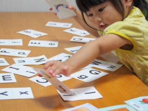 英語を学ぶ子供